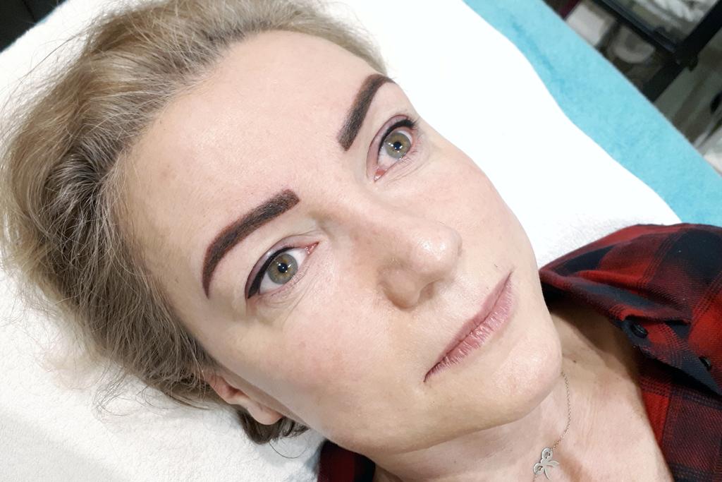 brwi-po-zabiegu-kreska-gora-makijaz-permanentny-uroda-plus-salon-kosmetyczny-pabianice-ksawerow-1